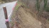 Свлачище откъсна пътя до две сливенски села