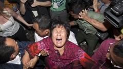 Роднини на изчезналите пътници със самолета MH370 подадоха съдебен иск