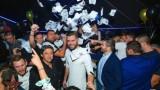 Левскарите мятат салфетки в чалга клуб заради 1:0 над Локо (Пловдив) (СНИМКИ)