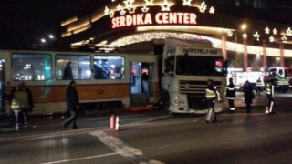 "ТИР се вряза в трамвай на бул. ""Ситняково"""
