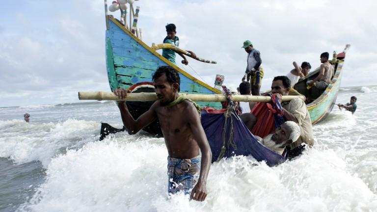 400 хил. рохинги избягали от Мианмар в Бангладеш