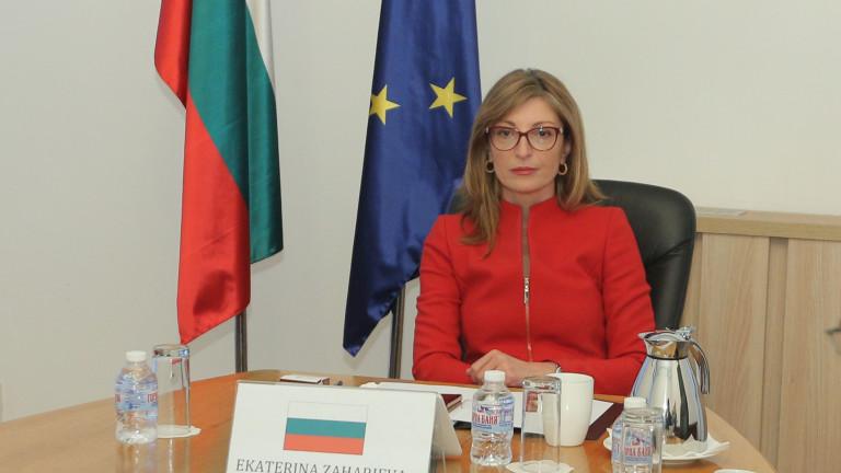 Дори с изтекли документи българите да могат да се приберат, иска Захариева