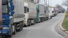 Временно спряха камионите през ГКПП Дунав мост