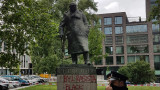Британските власти защитиха статуята на Чърчил в Лондон преди протестите