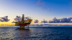 МАЕ: Търсенето на петрол расте въпреки проблемите с имунизацията
