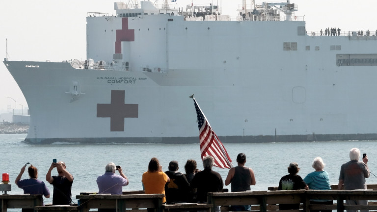 В Ню Йорк пристигакораб болница с 1000 легла на ВМС