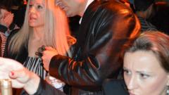 Кирил Ефремов се влачи с жена си