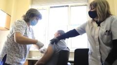 И доц. Кунчев се ваксинира срещу COVID-19