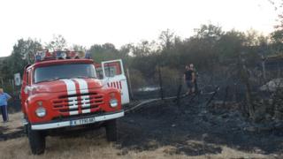 Пожарът до Сливен е локализиран
