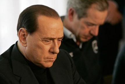 Осъдиха брата на Берлускони за финансови измами