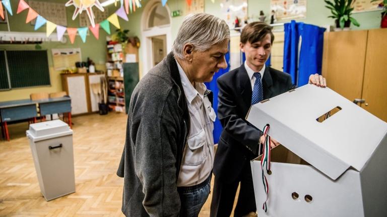 Провали се референдумът в Унгария, искат оставката на Орбан