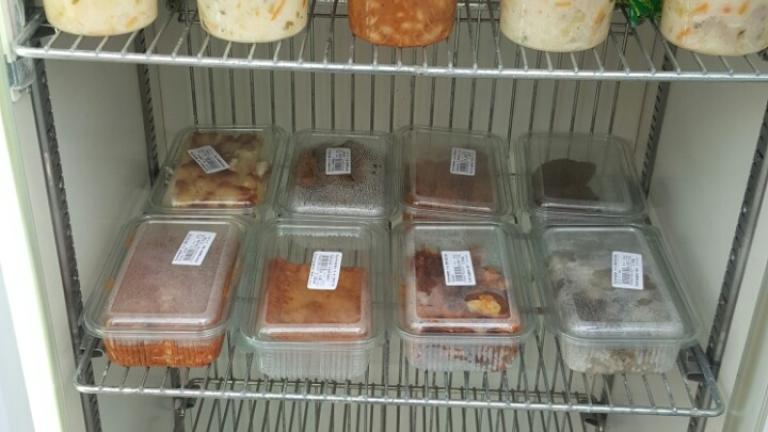 И в Стара Загора сложиха хладилник с храна за нуждаещи се