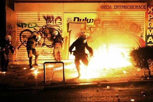 Гръцки анархисти завзеха тв студио в гр. Патра