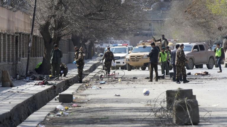 Взрив уби 16 души в Кандахар