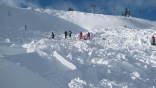Военни с дрон търсят изчезналите баща и син в Стара планина