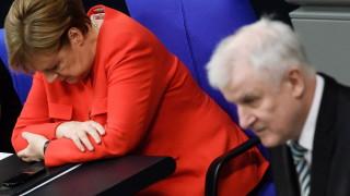 Силовият министър на Германия прехвърли топката в полето на Меркел за миграцията