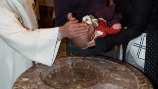 Съдът в Страсбург забранил кръщаването на бебета?