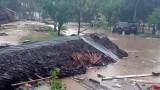 Цунами удари Индонезия