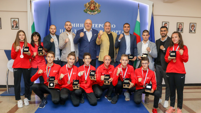 Министърът на младежта и спорта Красен Кралев награди с почетни