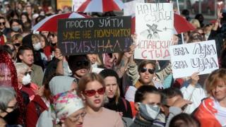 Водни оръдия и палки срещу протестиращите в Минск