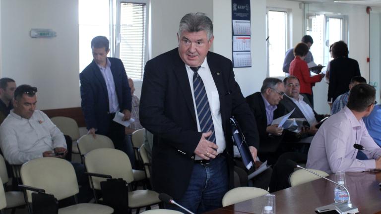 Петкова отрече за натиск за отстраняването на Петър Илиев от НЕК