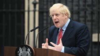 Великобритания въвежда 5-степенна скала за риска от заразяване с COVID-19
