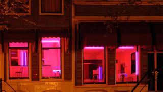 Краят на квартала на червените фенери в Амстердам
