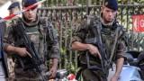 Автомобил се вряза в група войници край Париж