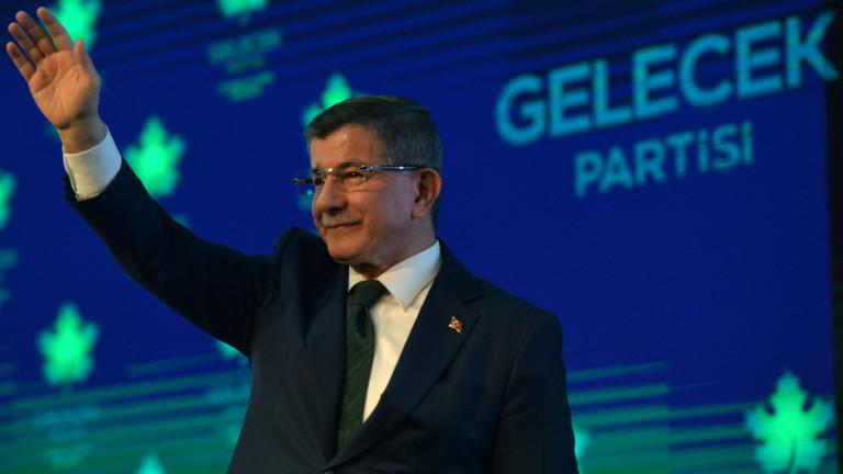 Бившият премиер на Турция Ахмет Давутоглукритикува бившия си шеф РеджепЕрдоган
