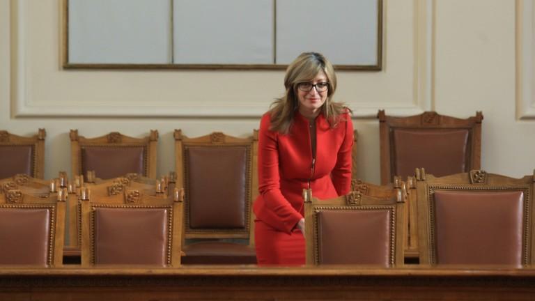 Екатерина Захариева защити правото на МВнР да реагира на намеси отвън