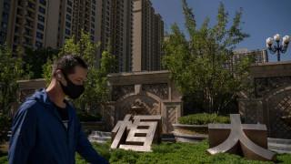 Китайската Evergrande започна да изплаща част от задълженията си