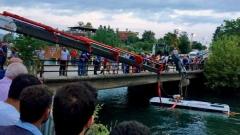 Туристически бус падна в река в Турция