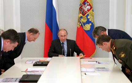 Путин поиска модерна и компактна руска армия
