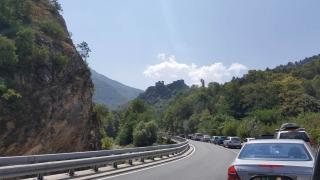 Затвориха пътя Бачково-Асеновград заради обрушване на скатове