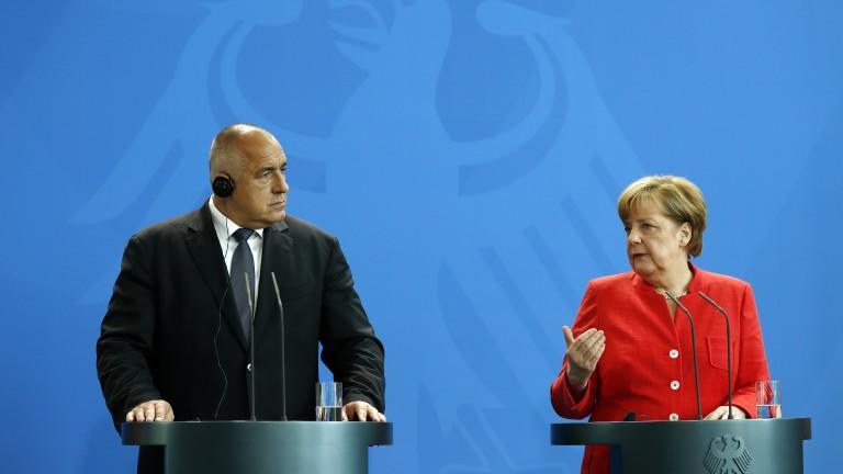 """Изтегляме войниците от """"Инджирлик"""", но трябва да продължим диалога с Турция, обяви Меркел"""