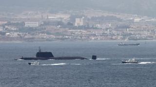 Технически проблем попречи подводница на педали да прекоси Ламанша