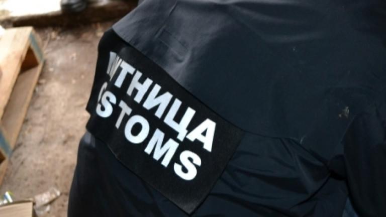 1.5 тона газьол в пластмасови цистерни в склад откриха митничари