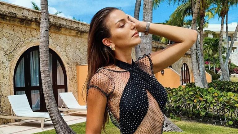Колко секси е Александра Петканова по бански