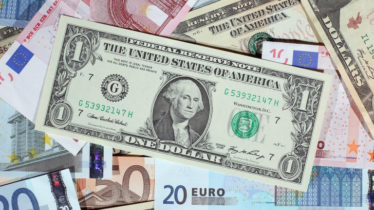 Еврото губи позиции спрямо долара и паунда