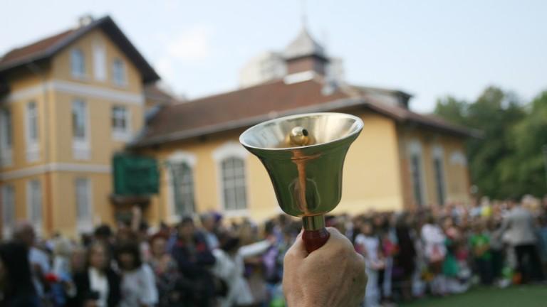 Фандъкова поздрави столичани и ученици за днешния двоен празник в София