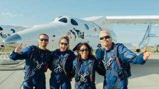 Мъск е платил $10 000 за да резервира билет за пътуване до Космоса с Virgin Galactic