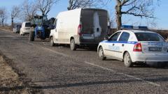 Бус блъсна пътни работници на Е79 край Враца
