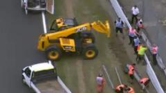 """Верижна катастрофа спря състезанието на """"Силвърстоун"""""""