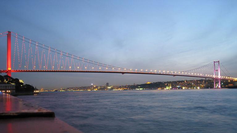 Турция въвежда платено преминаване по пътища и мостове за чужденците