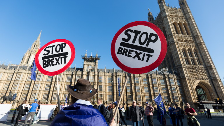 Парламентите на Шотландия и Уелс гласуваха против сделката за Брекзит