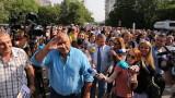 """Скандирания """"Бойко!"""" и """"Рашков, позор!"""" ескортираха Борисов на разпита му в МВР"""
