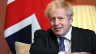 Джонсън с амбиция да ваксинира всички възрастни британци до края на юли