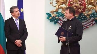 Плевнелиев отличи отец Паоло Кортези от Белене