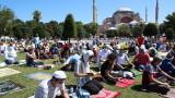 """Мюсюлманите се молят за първи път в """"Света София"""" от 86 г."""