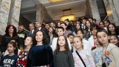 Селфи с президента пред камата и сабята на Левски